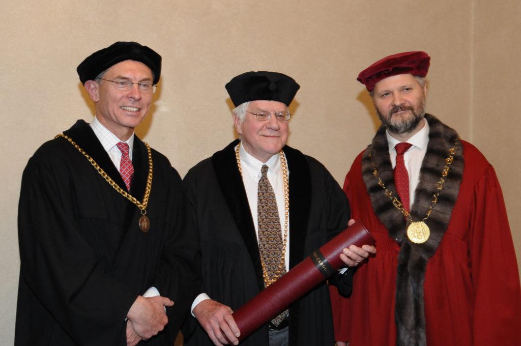 2014, Prof. Orley Ashenfelter oceněn čestným doktorátem Univerzity Karlovy. Jan Švejnar, Orley Ashenfelter, Václav Hampl