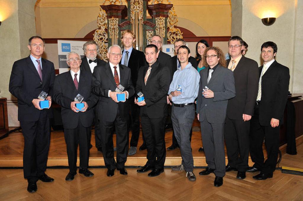 Laureáti Ceny Neuron 2012, zleva Jan Švejnar, Miroslav Fiedler, Marek Malík, Radek Špíšek, Jakub Steiner, Libor Barto (foto: www.nfneuron.cz)