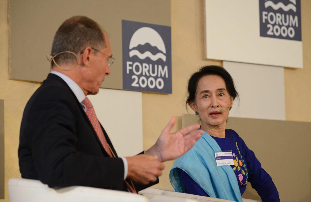 Jan Švejnar a Aun Schan Su Ťij