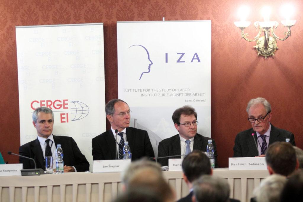 """listopad 2015, konference """"Trh práce a vliv veřejných politik na hospodářský růst"""", CERGE-EI, Stefano Scarpetta, Jan Švejnar, Daniel Münich, Hartmut Lehmann"""