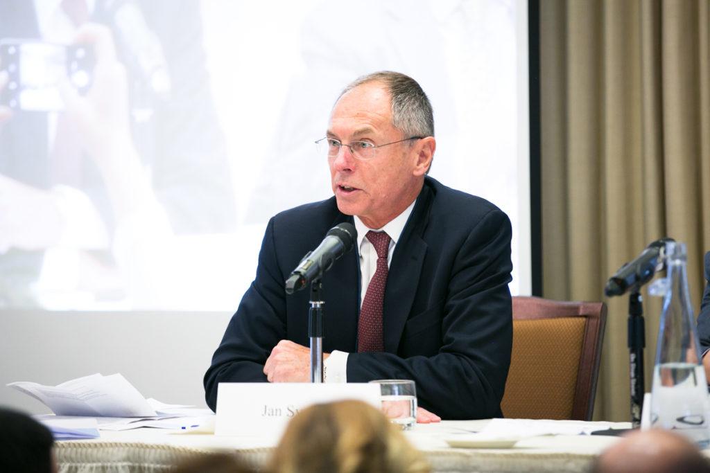 SIPA 70: Jan Švejnar moderuje panelovou diskusi
